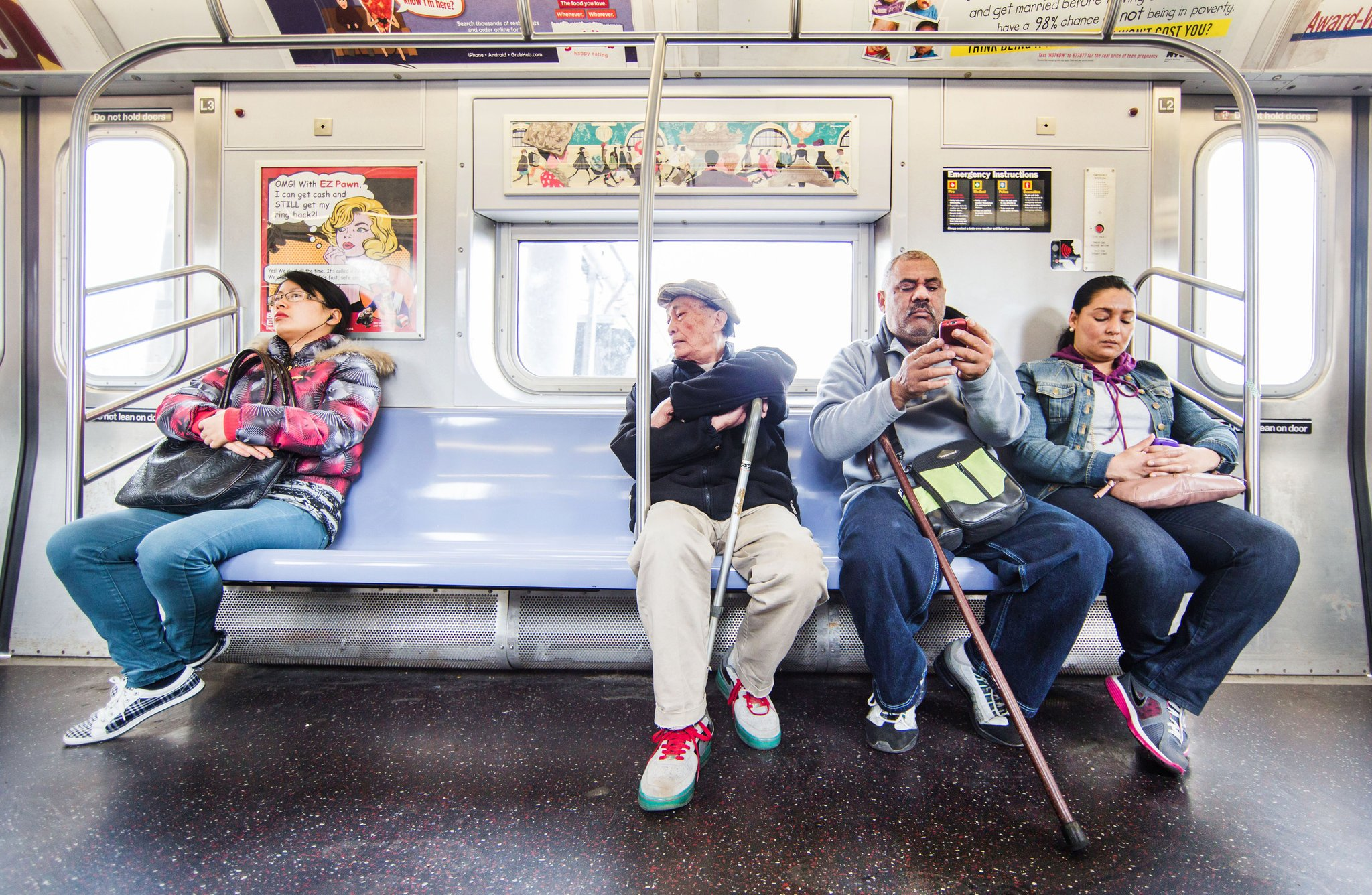 5 ข้อควรปฏิบัติกับการเล่นเกมบนรถไฟฟ้า