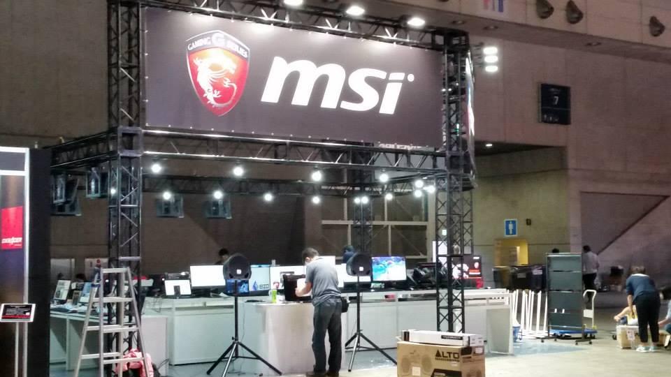 บูธ MSI ก่อนจะเปิดงานให้ผู้คนทั่วไปเข้ามาได้ครับ