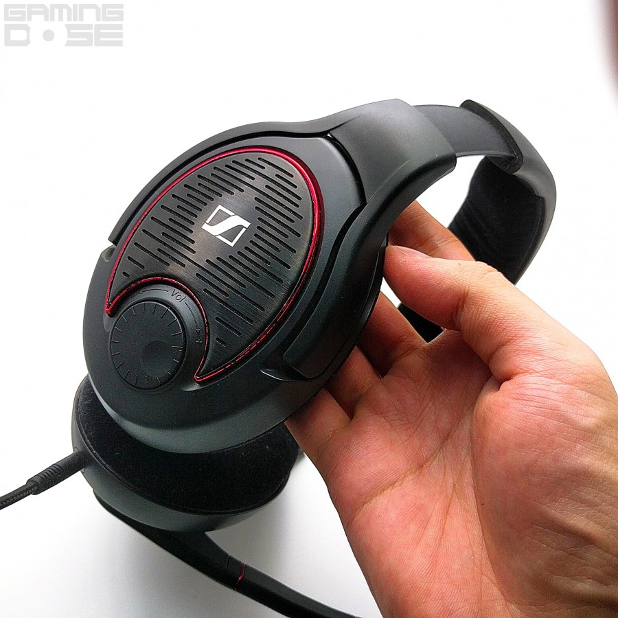 Volume Control แนบติดกับหูฟังด้านขวา หมุนนิดหมุนหน่อยก็พร้อมลุย